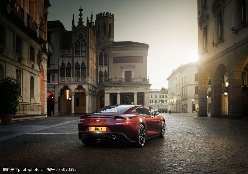 品牌轿车深红色汽车图片