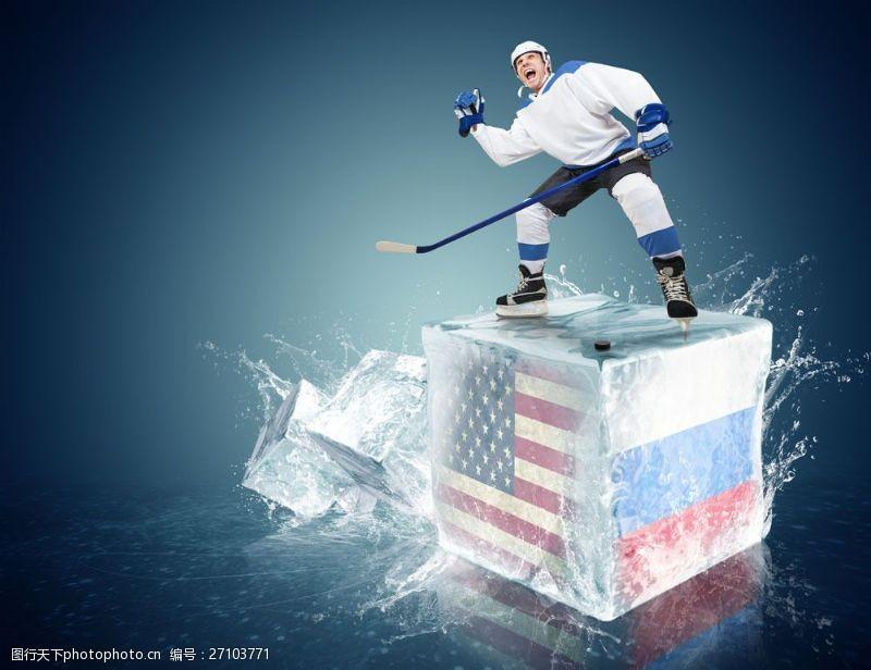 冰球比赛带国旗图案的冰块上的冰球运动员图片