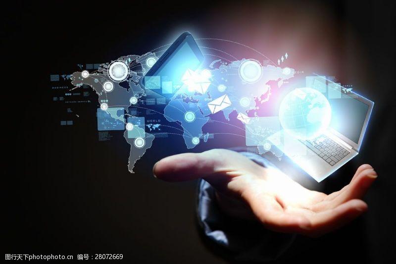 科技通讯网络手掌与电脑图片