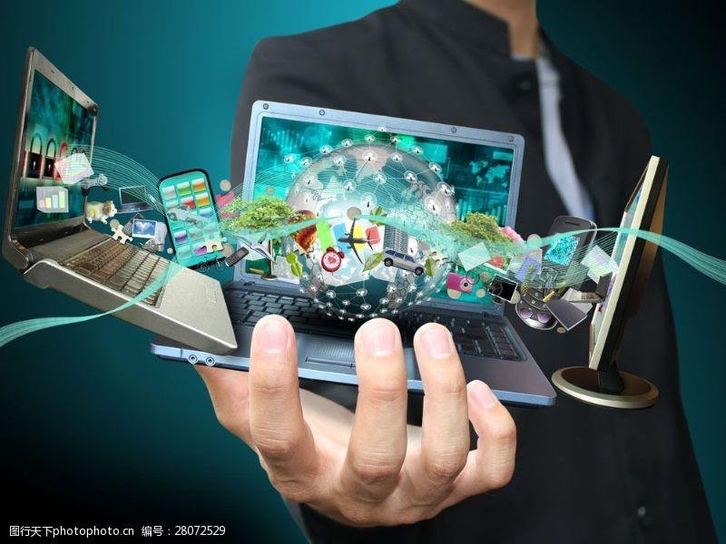 科技通讯网络手中的笔记本图片