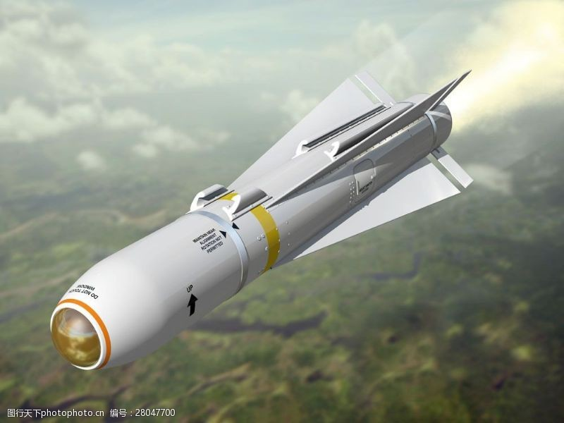 战争题材飞上天空的军用导弹图片