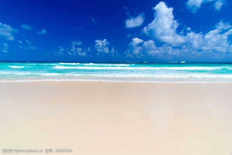 蓝天白云大海图片蓝天下的海边风景图片