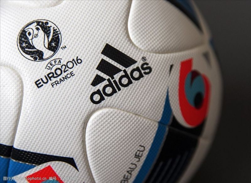 ADIDAS欧洲杯比赛用球广告
