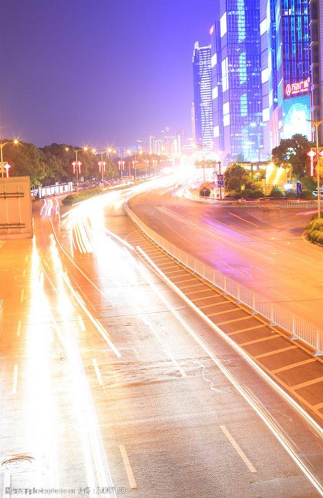 城市流光溢彩